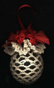 Yarn Christmas Ball Cover - another design by Priscilla Hewitt -free pattern  (I can think of a few more uses for this, can you?)