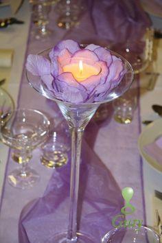 Sviečka na svadbu v martini svieniku s lupienkami ruží.
