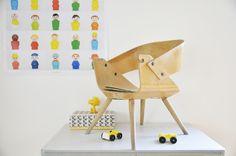 Ancienne chaise percée de type Baumann / Eames leshappyvintage.fr