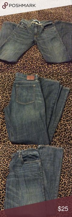 """🛍GAP Straight Fit JEANS🛍31X32🛍 💕Excellent Condition💕Straight Fit💕Gentle Whispered below pockets💖Zipper Fly💕31"""" waist/32"""" Length💖5 Pocket styling💕🚫Offers🚫Trades Please! GAP Jeans Straight Leg"""