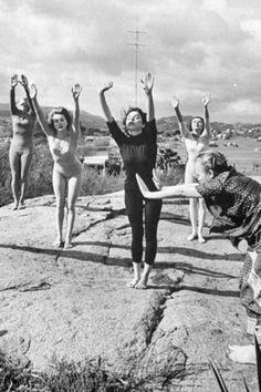 Indra Devi teaching yoga in Hollywood ...... #vintageyoga #yogahistory #yoga…