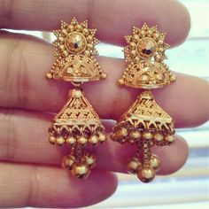 These vintage Indian earrings, discovered by Treasure Garland are called 'jhumkas' in native dialect. Pearl Necklace Designs, Jewelry Design Earrings, Gold Earrings Designs, Gold Jewellery Design, Gold Jhumka Earrings, Gold Bridal Earrings, Indian Earrings, Gold Ring Designs, Gold Jewelry Simple
