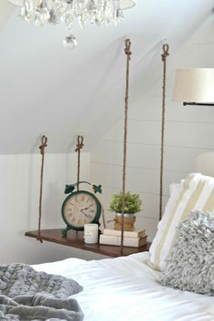 Build a hanging bedside table yourself, # hanging ., Build a hanging bedside table yourself, # hanging table. Decor Room, Diy Home Decor, Bedroom Decor, Bedroom Furniture, Ikea Bedroom, Furniture Design, Diy Furniture Table, Decoration Crafts, Bedroom Curtains