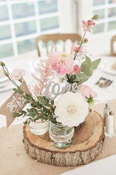 Centre de table Fleurs roses Eucalyptus Floral Dahlia Tranche De Bois Découpé Au Laser ... ... #centre #dahlia #diydecorationsWedding #eucalyptus #fleurs #floral #roses #table