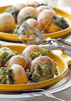 #RECETAS_en_ESPAÑOL / Caracoles Bourguignonne - Recetas http://www.estampas.com/cocina-y-sabor/recetas/080108/caracoles-bourguignonne