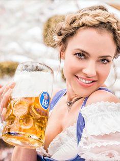 Das Oktoberfest ist nicht nur ein Ort, sondern vielmehr ein Gefühl. Von daher wird es in diesem Jahr viele kleine private Wiesn geben und natürlich die WirtshausWiesn in München. Immer mit dabei, unser Hofbräu Oktoberfestbier // The Oktoberfest is not only a place, but rather a feeling. That's why this year there will be many small private Wiesn and of course the WirtshausWiesn in Munich. Always with our Hofbräu Oktoberfestbier #beer #oktoberfest #munich #münchen #hofbräu German Beer Festival, Beer Maid, Beer Girl, Alcoholic Drinks, Girly, Lady, Beauty, Ale, Cycling