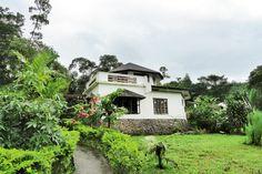 Found inside her own farm, the tranquil sanctuary features spacious rooms and an incomparable view of the lush outdoors El Nido Palawan, Natural Building, Filipino, Lush, Interior Design, House Styles, Places, Nature, Vacation Ideas