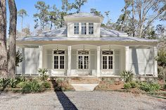 New Orleans Exterior Photos Front Porch Design Ideas, Pictures, Remodel, and Decor - page 7