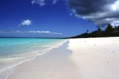 Plage de Luengöni, Lifou, Nouvelle-Calédonie. http://www.lonelyplanet.fr/article/les-plus-belles-plages-de-nouvelle-caledonie #plage #beach #Luengöni #Lifou #NouvelleCalédonie