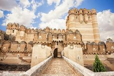 Some of the most beautiful castles in Spain - Castillo de Coca, Segovia… Castle Ruins, Beautiful Castles, Bilbao, Spain Travel, Vacation Destinations, Ibiza, Places To See, Madrid, Around The Worlds