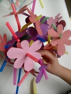 day Gifts for our moms.Gifts for our moms. Spring Projects, Spring Crafts, Projects For Kids, Crafts For Kids, Diy Crafts, Spring Art, Preschool Crafts, Easter Crafts, May Day Baskets