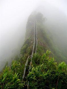 Лестница Хайку на острове Оаху