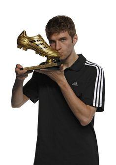 Thomas and his golden shoe - thomas-muller Photo