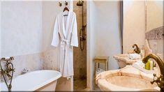 és a fürdőszoba világoskék, a konyha és a nappali egy meleg világosszürke ... Gyönyörű, kényelmes, praktikus fürdőszobát szeretnél hosszú távra?gyönyörű fördőszoba, mediterrán stílusban, - Luxuslakások, házak