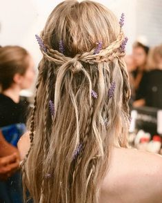 Whether you ve got curly hair straight hair thick hair or thin fine hair we rounded up the 13 prettiest easiest half up half down hairstyles to copy Plaits Hairstyles, Bohemian Hairstyles, Wedding Hairstyles, Unique Hairstyles, Date Night Hairstyles, Easy Hairstyle, Medium Hairstyles, Hippie Wedding Hair, Long Hippie Hair