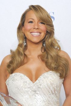 Mariah Carey's Best Hair and Makeup Looks - Years of Mariah Carey Style Famous Celebrities, Beautiful Celebrities, Celebs, Mariah Carey Heartbreaker, Mariah Carey Pictures, Wedding Hairstyles, Cool Hairstyles, Celebrity Moms, Celebrity Photos