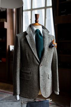 Excellent winter style: Tweed jacket, dark hunter green wool necktie, and a patterned pocket square that adds a nice splash of color.