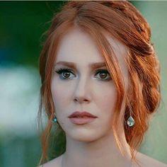 mooi rood is niet lelijk ♥ Red hair - Elçin Sangu Stunning Redhead, Gorgeous Redhead, Beautiful Eyes, Red Freckles, Red Heads Women, I Love Redheads, Red Hair Woman, Natural Redhead, Turkish Beauty