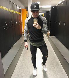How To Look Skinnier, Get Skinny, Casual Attire, Sport Man, Guilty Pleasure, Super Skinny Jeans, Male Beauty, Sprays, Stylish Men