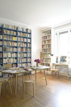 Arbeitsraum und Bibliothek in Einem. Zu sehen ist unsere Edelweiss Kollektion, sowie der Tisch Leila - Made Unboxed