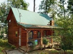 Above the Falls #144 Holiday home Sevierville (Tennessee) Situated in Shady Grove, this holiday home is 10 km from Gatlinburg. The unit is 9 km from Pigeon Forge.  A dishwasher and a microwave can be found in the kitchen. A flat-screen TV and DVD player, as well as a CD player are provided.