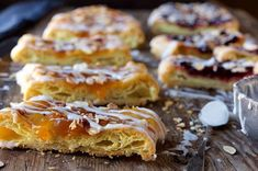 Almond Puff Loaf - Buttery, flaky, tender pastry with a layer of fruit jam, a swirl of icing, and a shower of almonds. Loaf Recipes, Almond Recipes, Cake Recipes, Dessert Recipes, Fruit Jam, King Arthur Flour, Pastry Blender, Toasted Almonds, Baked Goods