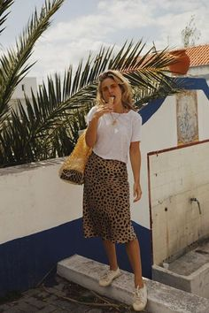 The Only Bag Styles Worth Investing in This Summer: Lucy Williams with a netted Mango bag