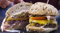 STOCK BURGER Kreation im STOCK resort, Zillertal, Tirol Beste Burger, Hamburger, Videos, Ethnic Recipes, Food, Hamburgers, Burgers, Meals, Video Clip