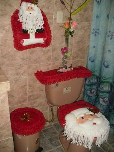 20 amazing christmas bathroom decorations that will amaze you 9 Snow Decorations, Holiday Decor, All Things Christmas, Christmas Holidays, Country Christmas, Christmas Bathroom Sets, Holiday Pictures, Christmas Books, Papa Noel