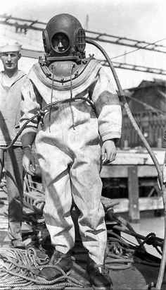 DivingHeritage brings a tribute to all involved in the development of professional diving. The diving helmet museum has over 500 diving helmets and much more on display! Diving Helmet, Diving Suit, Diving Springboard, Deep Sea Diver, Sea Diving, Cave Diving, Scuba Diving Equipment, Deep Blue Sea, Underwater