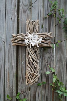 Driftwood Seashell Cross enhanced with starfish and an oyster shell. The driftwood cross measures 21 H x 13 W x 2 D. Each item in my shop is Seashell Crafts, Beach Crafts, Fun Crafts, Diy And Crafts, Arts And Crafts, Driftwood Projects, Driftwood Art, Wood Animals, Cross Crafts