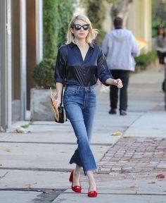 """<p>Vai dizer que quando você era criança não tinha uma calça jeans com a barra desfiada?! :P Pois é, meu bem, a volta sempre volta! A gente sabe que estão surgindo por aí modelos de jeans cada vez mais desfiados – alguns deles têm quase uma """"franja"""" na barra das pernas. Se você pensa que […]</p>"""