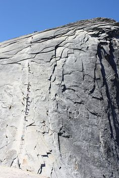 One of USA's most dangerous hiking routes: Half Dome Cables. Check this out! Yosemite California, California Vacation, Hiking Routes, Hiking Trails, Yosemite Sequoia, Yosemite Hiking, Yosemite National Park, National Parks, Camping And Hiking