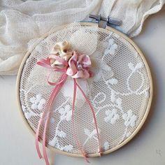 Στη σελίδα  αυτή  θα βρείτε  χειροποίητες  μπομπονιέρες  γάμου  με vintage υλικά  για έναν τέλειο  γάμο!επικοινωνήστε  μαζί  μας για περισσότερες λεπτομέρειές www.valentina-christina.gr Party Favors, Boho Chic, Coin Purse, Cross Stitch, Marriage, Embroidery, Crafts, Diy, Wedding