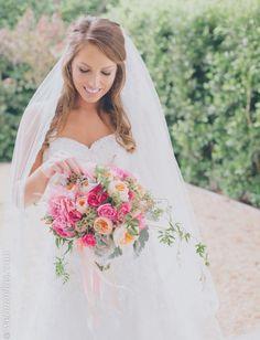 Peinados para novias con velo. #novias www.webnovias.com