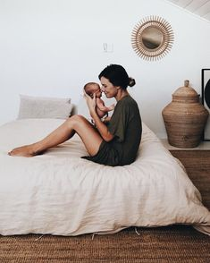 New Baby Bedroom Newborn Family Photos 29 Ideas naissance part naissance bebe faire part felicitation baby boy clothes girl tips Mama Baby, Mom And Baby, Baby Love, Baby Kids, Baby Hug, Mother And Baby, Foto Newborn, Newborn Shoot, Baby Newborn