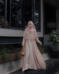 This Gown from Suka bgt sama detail brukatnya, so pretty 💗 Hijab Gown, Kebaya Hijab, Hijab Dress Party, Hijab Style Dress, Kebaya Dress, Dress Pesta, Hijab Chic, Muslimah Wedding Dress, Muslim Wedding Dresses