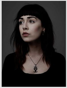 Hannah Snowdon - and her necklace xD
