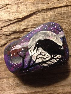 Halloween Rocks, Fall Halloween, Black Crow Tattoos, Stone Painting, Rock Painting, Crows Ravens, Hand Painted Rocks, Stone Work, Paper Weights