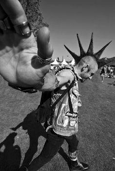 Black and White Photography_. Punk Mohawk, Afro Punk, Punk Boy, Punk Girls, Estilo Punk Rock, Mode Punk, Emo, Riot Grrrl, Grunge Goth