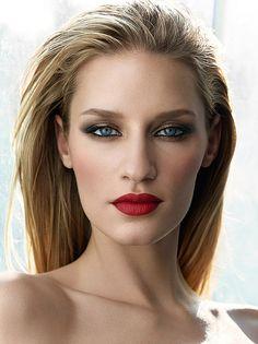 Linda Vojtova for Rae Morris's Ultimate Beauty Guide make-up book, by Gavin O'Neill. Hair Elsa Canedo, Make-up Rae Morris.