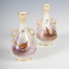 Par de vasos em porcelana Inglesa Royal Worcester do inicio do sec.20th, 15,5cm de altura, 3,650 USD / 3,260 EUROS / 11,430 REAIS / 24,190 CHINESE YUAN