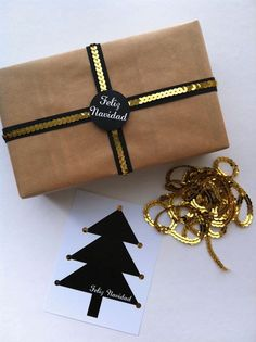 Boda Bella: Black and gold ribbon Wrapping Gift, Gift Wraping, Creative Gift Wrapping, Christmas Gift Wrapping, Christmas Tag, Creative Gifts, Wrapping Ideas, Christmas Presents, Christmas Ideas
