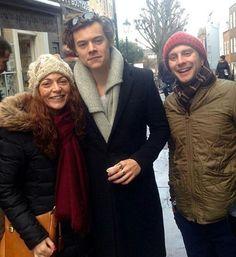   Harry with fans in London, today!! . 15.01.17    Harry bugün Londra'dan fanlarla❤ . . . . #onedirection #harrystyles #louistomlinson #niallhoran #liampayne