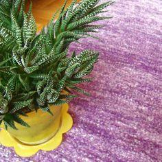 Alfombra de hilo corto lila con cactus