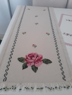 Cross Stitch Borders, Diy And Crafts, Salons, Decor, Stitch Patterns, Cross Stitch Patterns, Cross Stitch Embroidery, Paths, Counted Cross Stitches
