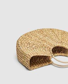 8aa28a94 ZARA - MUJER - CESTA ASAS REDONDAS Bolso formato cesta trenzada color  natural. Asas de
