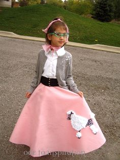 Cute black elastic belt to go with a poodle Skirt Kids 50s Costume, Poodle Skirt Halloween Costume, Halloween Costumes For Girls, Girl Costumes, Costume Ideas, Poodle Skirt Outfit, Poodle Skirts, 1950 Outfits, 50s Sock Hop