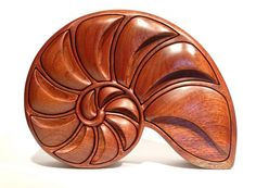 Alan Williams' Nautilus Box (a fabulous bandsawn box)