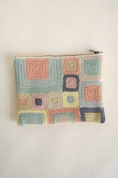 Idea - nesessaire crochet pouch   DIY   Pinterest   Crochet Pouch, Crochet and Crochet Squares